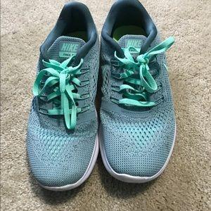 Nike free run flynit
